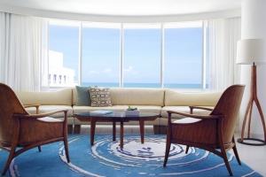the-james-royal-palm-suite-view