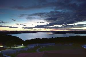 vintage-sunset-lake_hpg_1