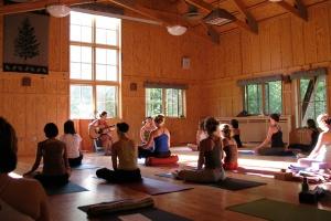 sleeping-lady-mountain-resort-yoga_hpg_1