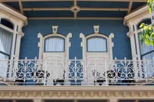 horton-grand-hotel-balcony_hpg_1