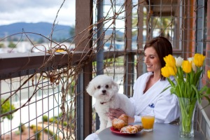 napa-river-inn-lulu-woman-on-balcony_hpg