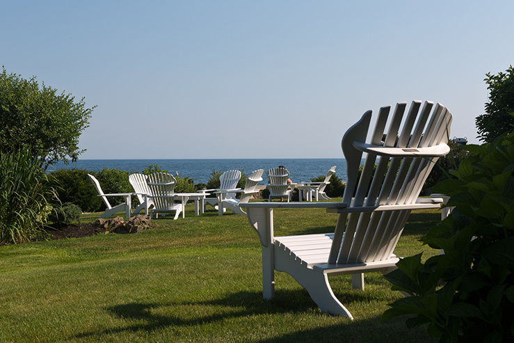 cape-arundel-inn-and-resort-lawn-chairs-view_hpg_1