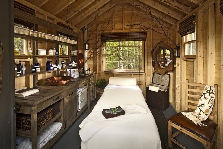 hidden-pond-spa-room-interior_hpg