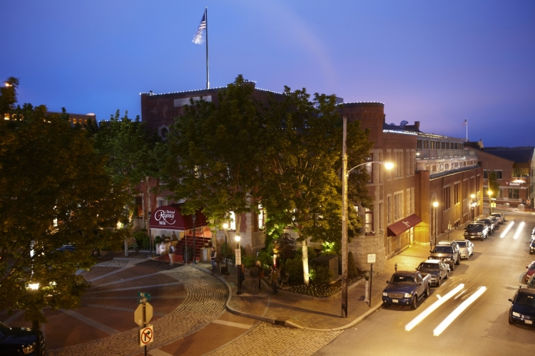 the-portland-regency-hotel-and-spa-exerior-angled-night-view-a_c