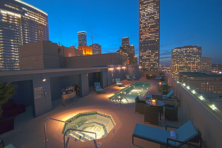 Magnolia-Hotel-Houston-night_739x493