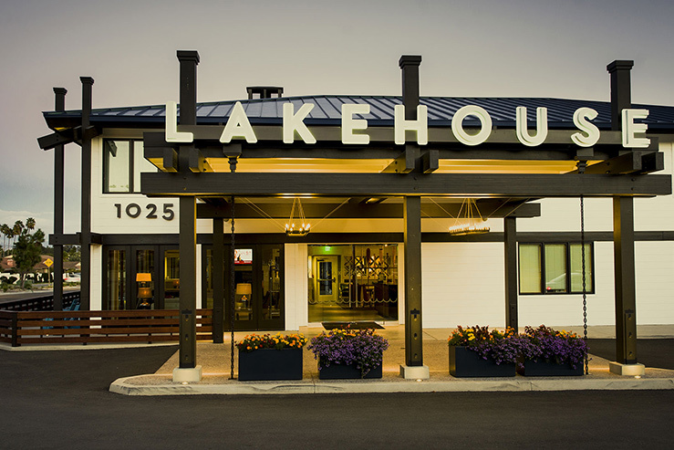 lakeshouse-hotel-and-resort-entrance-1_hpg_1