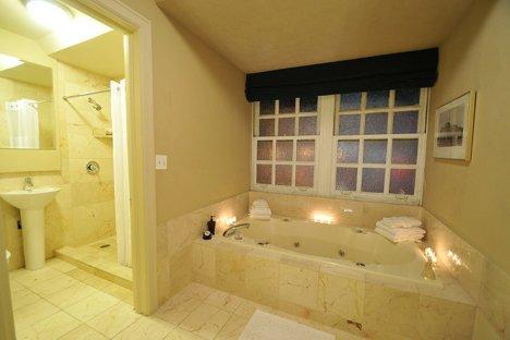 magnolia-hotel-omaha-bath