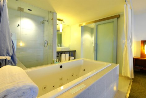 tower-23-sanctuary-suite-bathroom_hpg