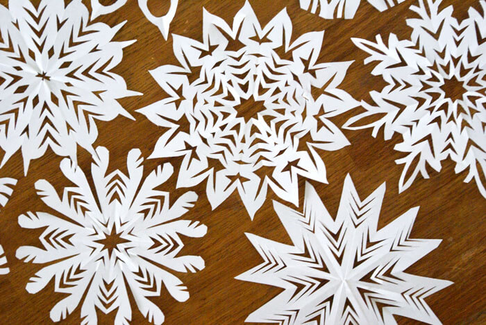 make-cut-out-snowflake-day