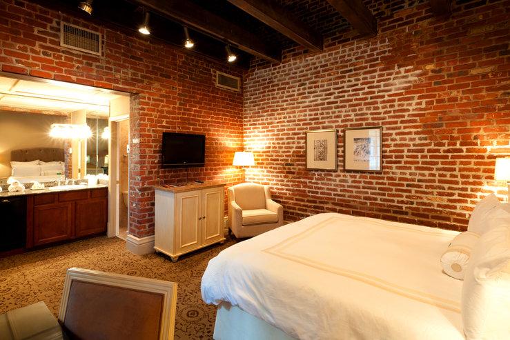 dauphine-orleans-hotel-premium-hermann-house-king_hpg.jpg