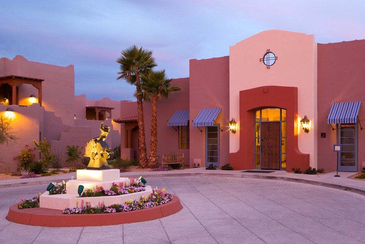 lodge-on-the-desert-main-entrance_hpg