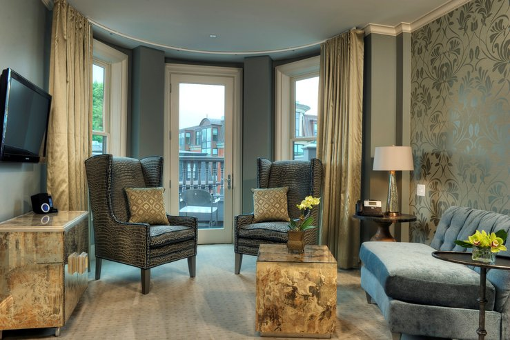 the-hotel-veritas-suite-parlor_hpg