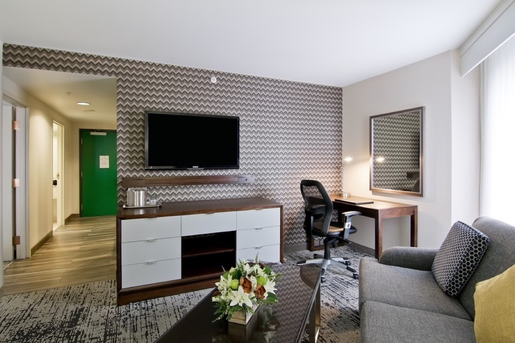 the-grove-hotel-jrsuite-living-roomshot_hpg_1