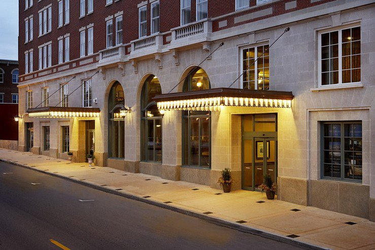 hotel-julien-dubuque-exterior-night_hpg