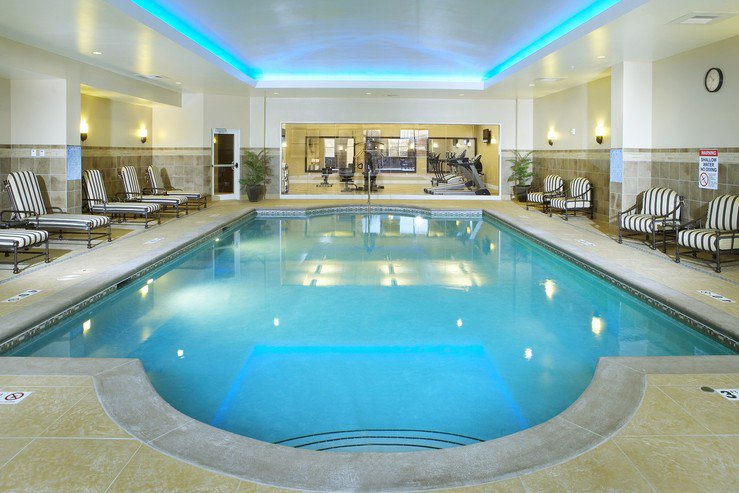 hotel-julien-dubuque-indoor-pool-1_hpg