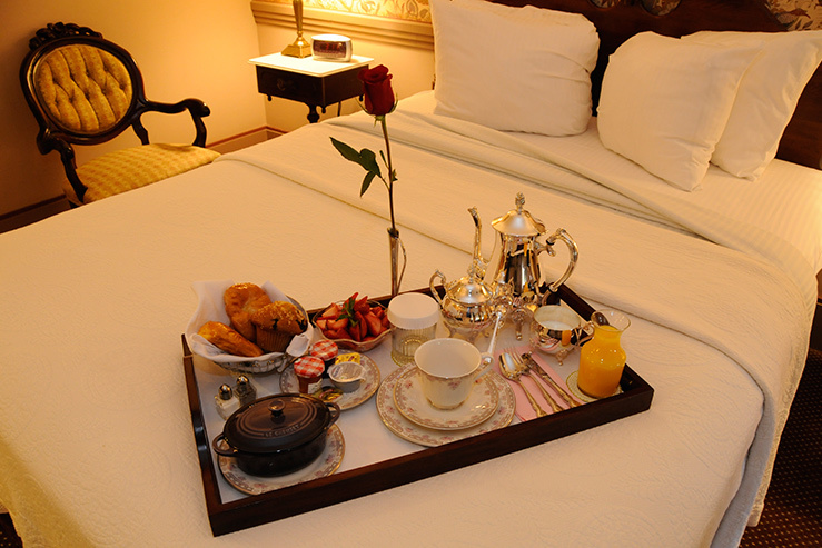 the-clarkson-inn-breakfastinbed-2_hpg_1