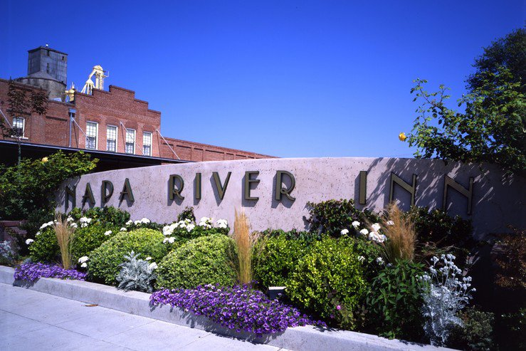 napa-river-inn-sign-and-front_hpg