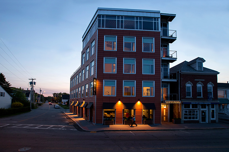 250-main-hotel-exterior-1_hpg