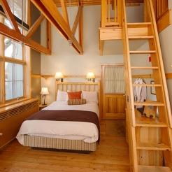 sleeping-lady-mountain-resort-loft-room-new_hpg_1