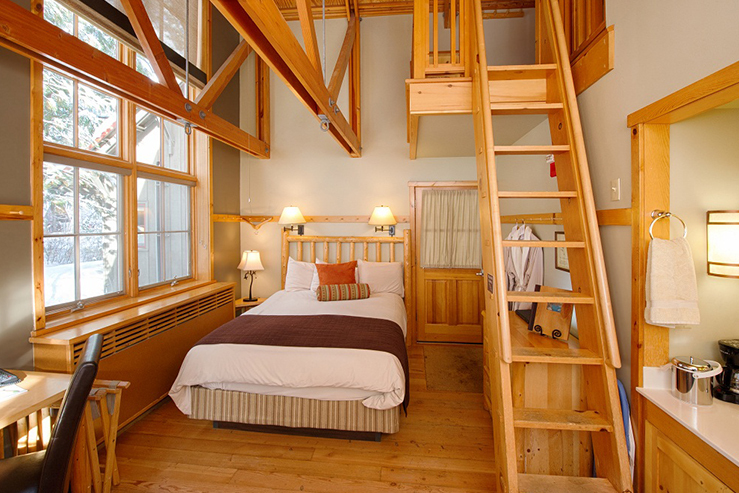 sleeping-lady-mountain-resort-loft-room-new_hpg_1