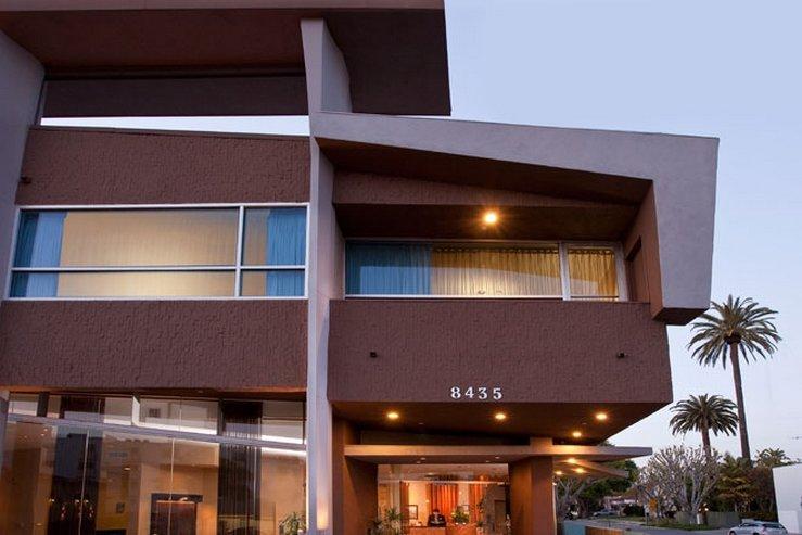 the-elan-hotel-exterior-at-dusk-1_hpg