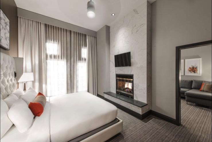 the-heathman-hotel-gallerysuite-bed_hpg
